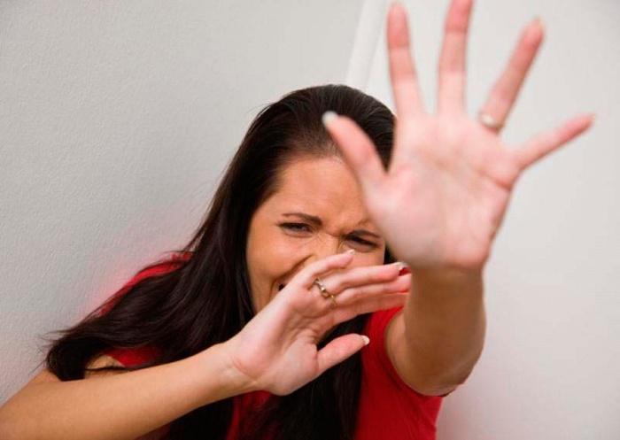 Женщина в истеричном состоянии