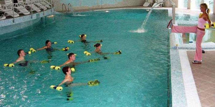 Занятие аквааэробикой