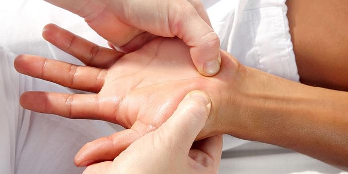 Боль в суставе пальца руки при сгибании