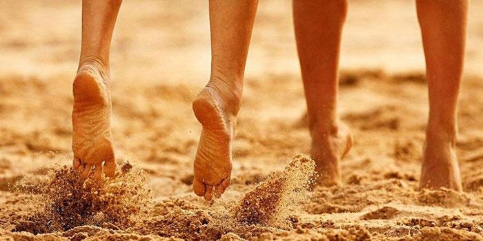 Босые прогулки по песку и траве снижают риск возникновения артрита суставов
