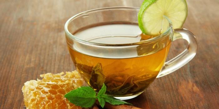 Отвар лекарственных трав с медом и лимоном
