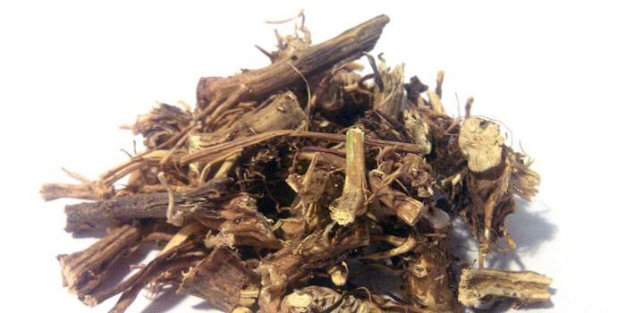 Сушеные крапивные корни