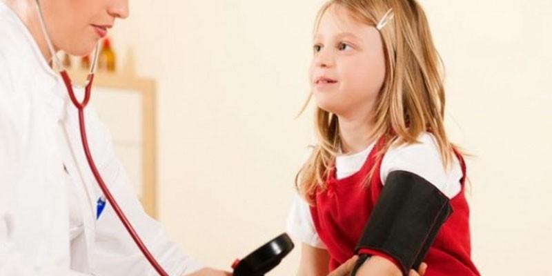 Измерение артериального давления у ребенка