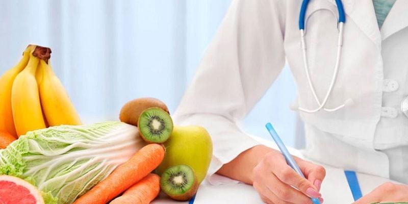 Врач-диетолог и продукты питания