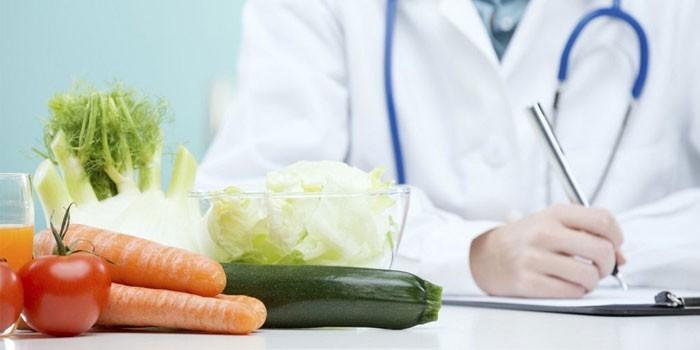 Овощи на столе у врача