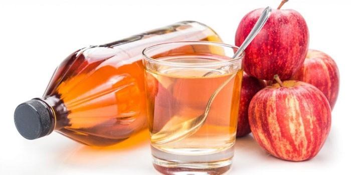 Яблочный уксус и яблоки