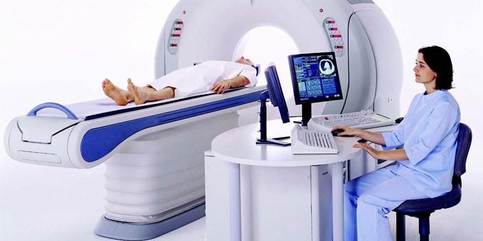 Пациентка в аппарате компьютерной томографии