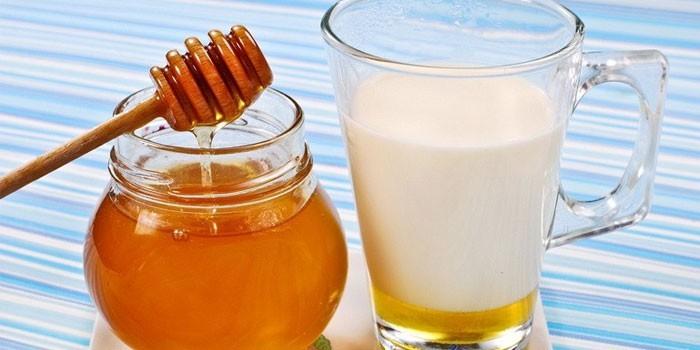 Молоко с мед