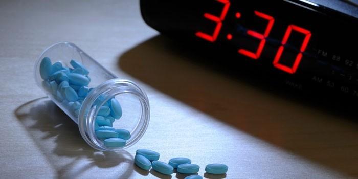 Часы и лекарственный препарат