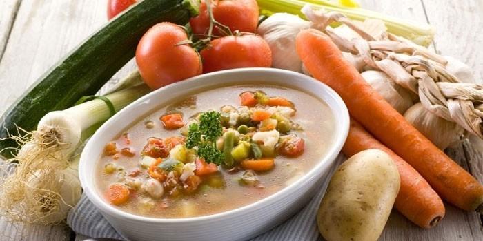 Диетический суп и овощи