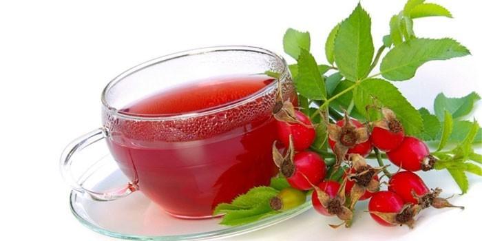 Настой и ягоды шиповника