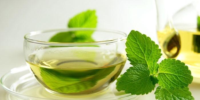 Чай из листьев мелиссы и мяты
