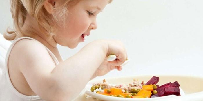 Ребенок за приемом пищи