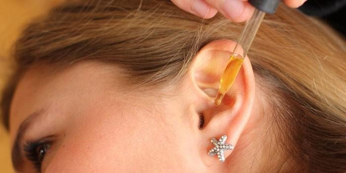 Закапывания уха соком лука