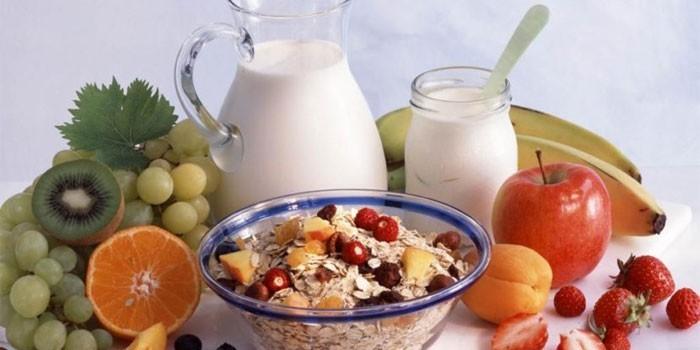 Кисломолочные продукты, фрукты и овсянка