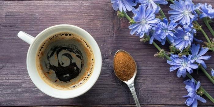 Напиток из растворимого цикория  в чашке