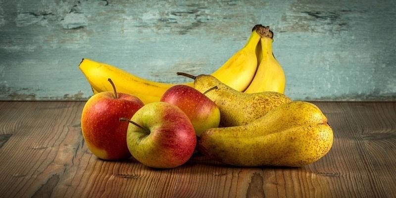 Бананы, яблоки и груши