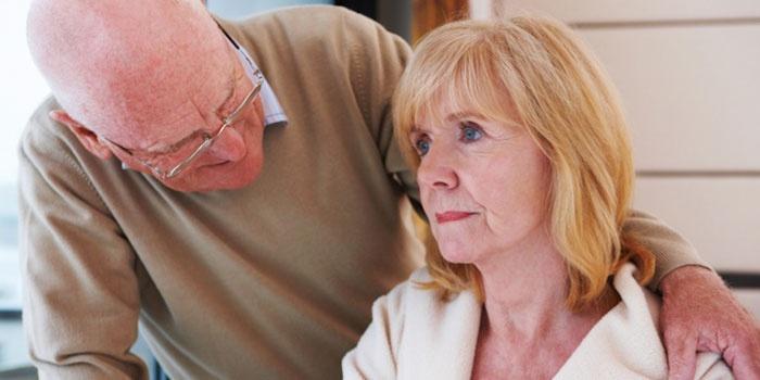 Пожилой мужчина и женщина