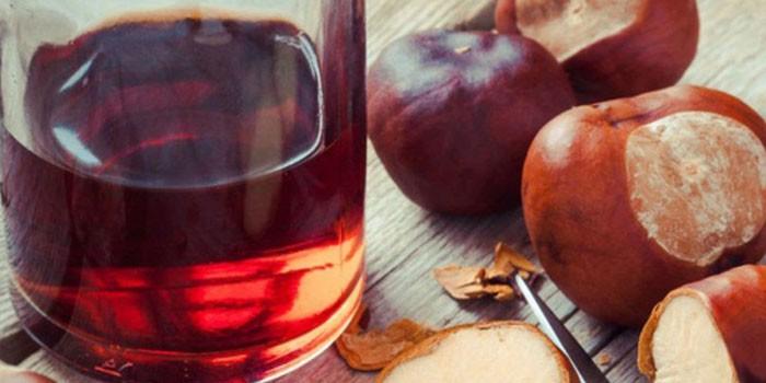 Настойка из плодов каштана в бутылке