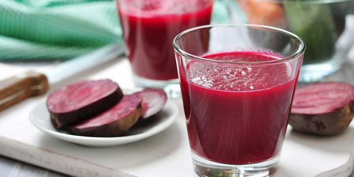 Свекольный сок в стаканах