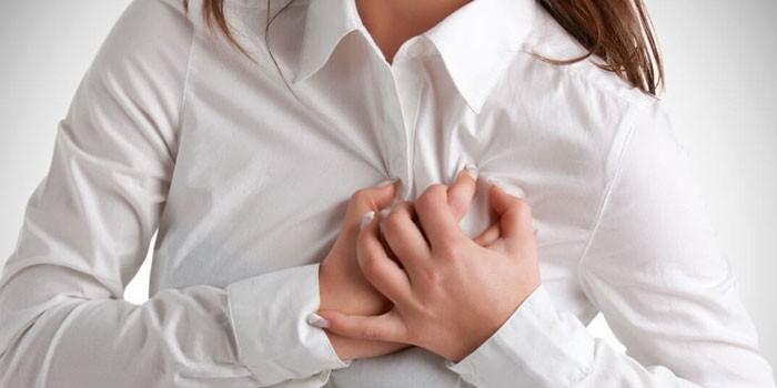 У девушки боль в области сердца