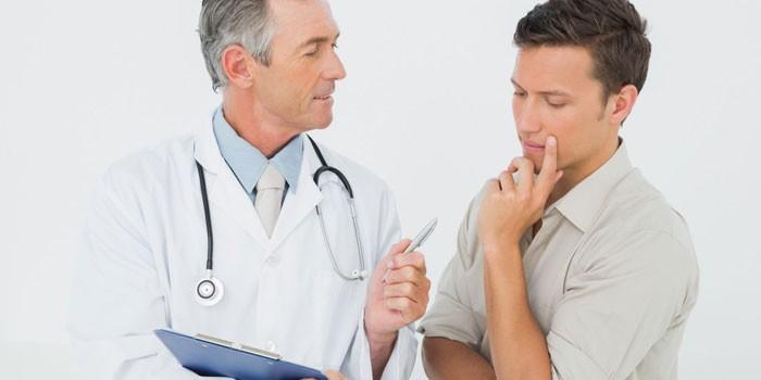 Доктор консультирует парня