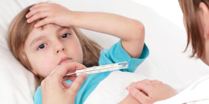 Повышенная температура у девочки