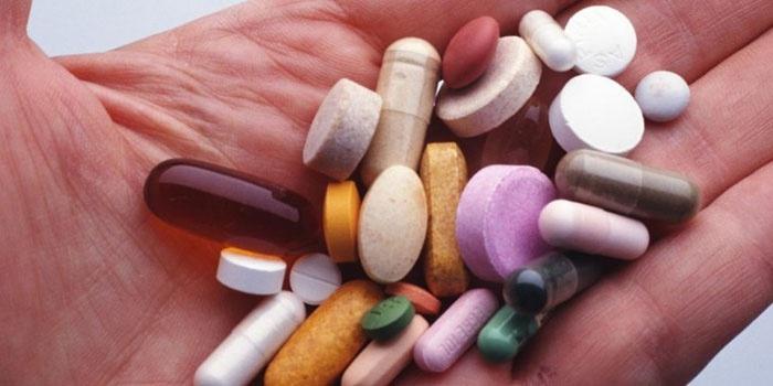 Медикаменты на ладони