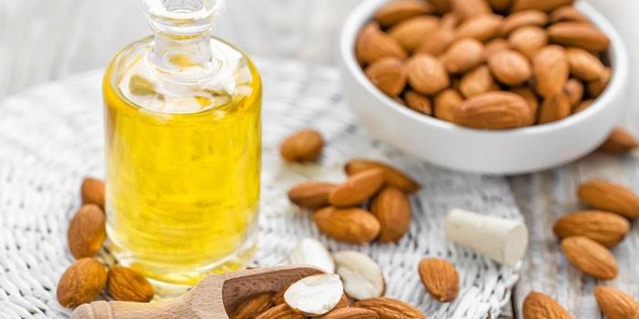 Миндальное масло и орехи