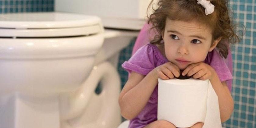 Девочка в туалете