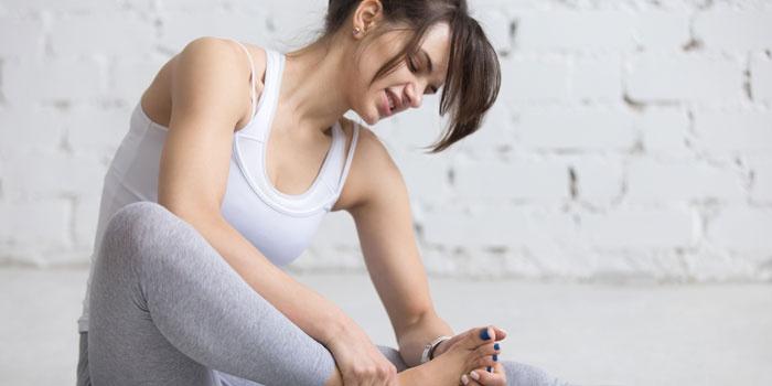Симптомы подагры у женщин - первые признаки проявления болезни ...