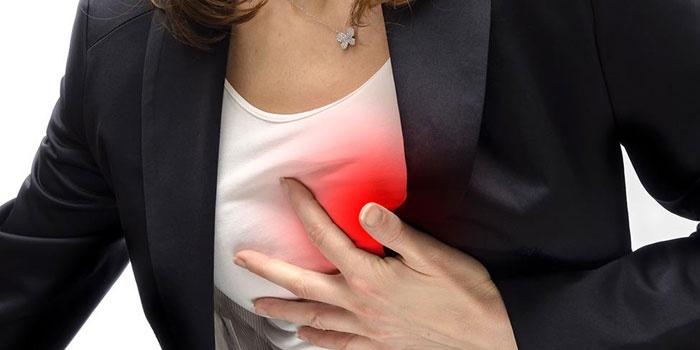 Боль в области сердца у женщины
