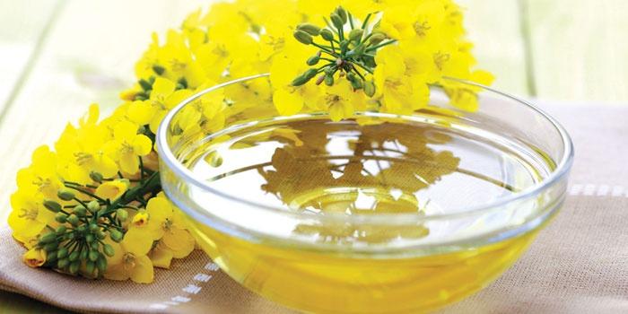 Пиала и желтые цветы