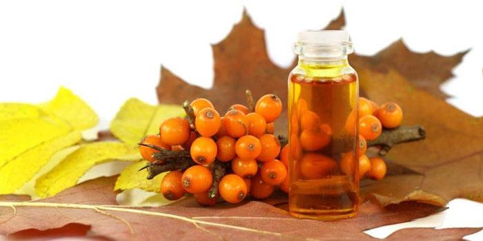 Облепиховое масло и плоды растения