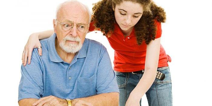 Девушка и пожилой человек