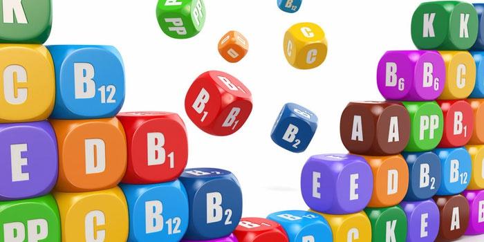 Кубики с названиями витаминов и минералов