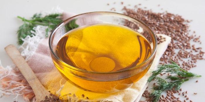Льняное масло в мисочке