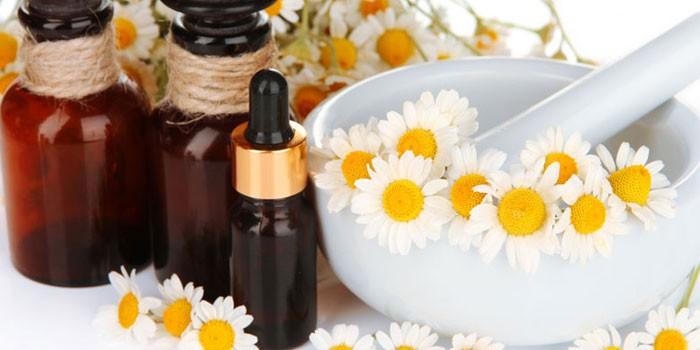Масло и цветки ромашки