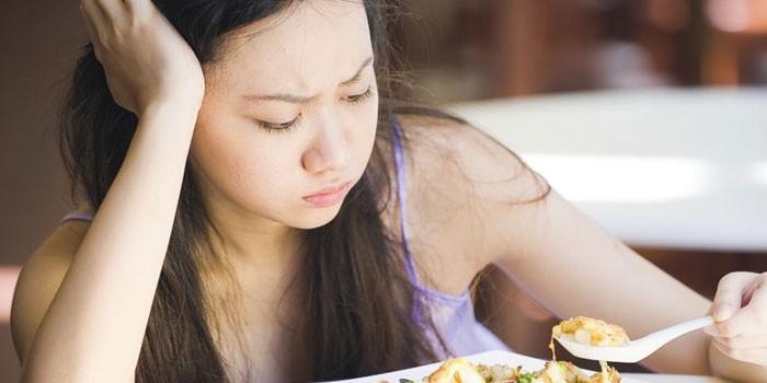 У девушки плохой аппетит
