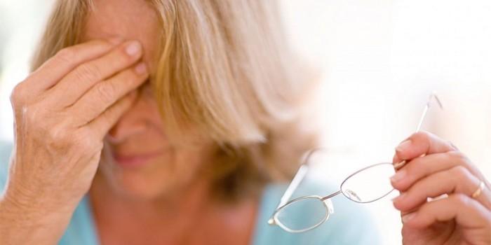 Нарушение зрения у женщины