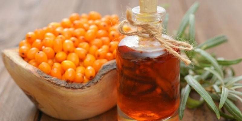 Облепиховое масло и ягоды