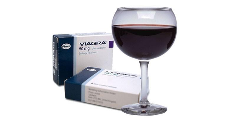 Препарат Виагра и бокал вина
