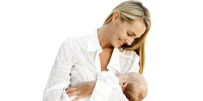 Женщина с грудным ребенком на руках