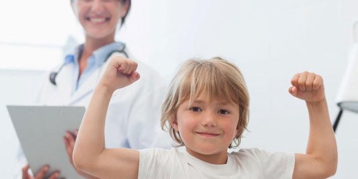 Мальчик на приеме у доктора
