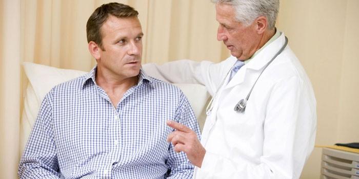 Доктор консультирует пациента