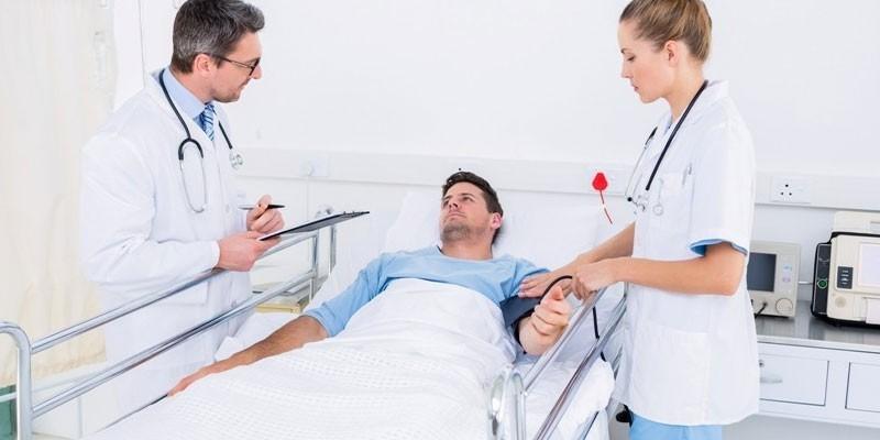 Медики и пациент