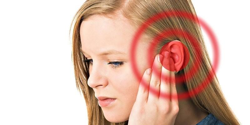 У девушки шум в ушах