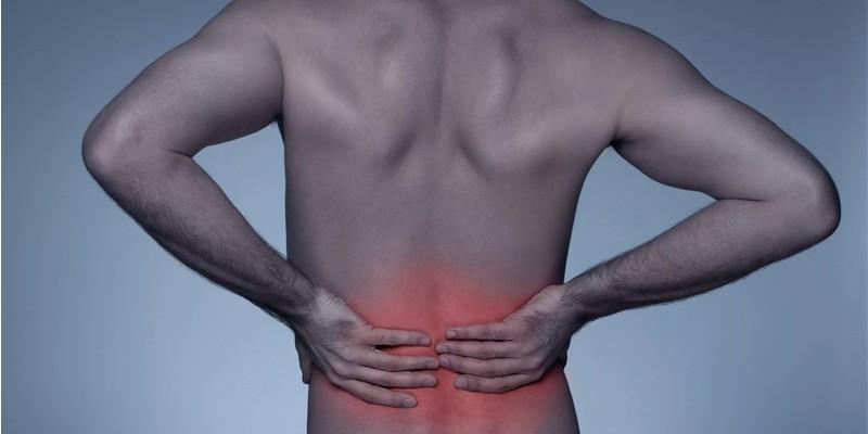 У мужчины боль в спине