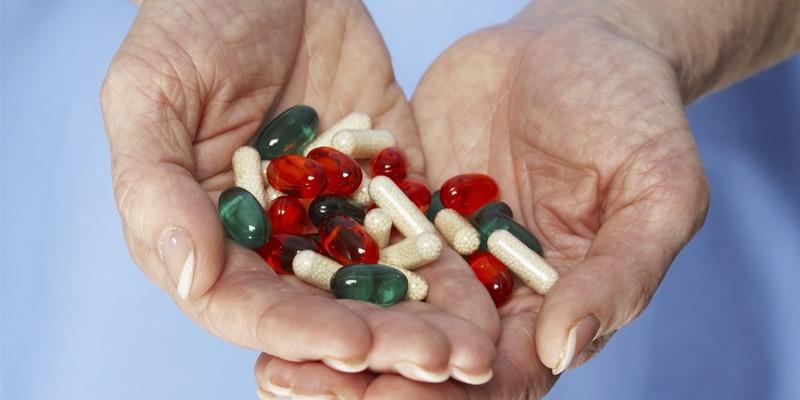 Медикаменты в руках