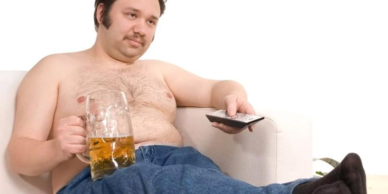 Мужчина с бокалом пива
